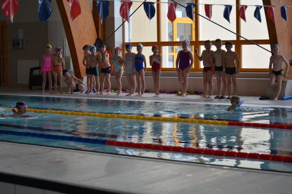 Szkolne zawody pływackie wParku Wodnym ˝Krośnicka Przystań˝
